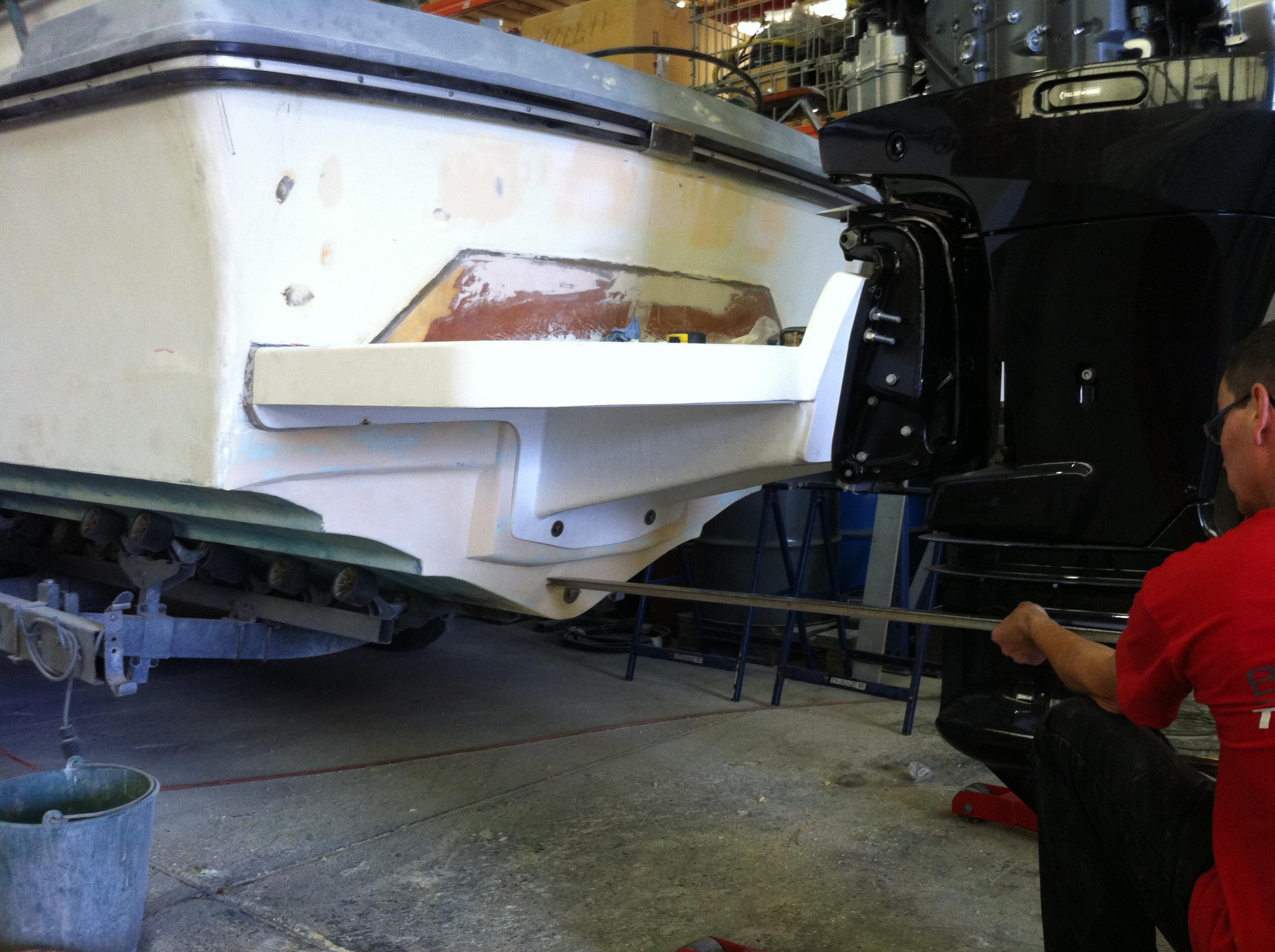 Restauration d 39 un bateau moteur windy 22 blog nord for A quelle hauteur fixer un tableau