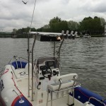 Phare arrière, support de cannes x 4, Lowrance HDS 9 Touch, VHF Lowrance Kink 5, Sonic Hub